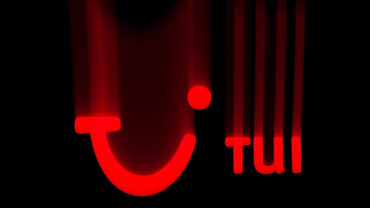 La branche française de TUI annonce sa remise à plat alors que les voyagistes, sévèrement touchés par la crise sanitaire, peuvent relancer leur activité. TUI France rouvre d'ailleurs des agences et des clubs de vacances.