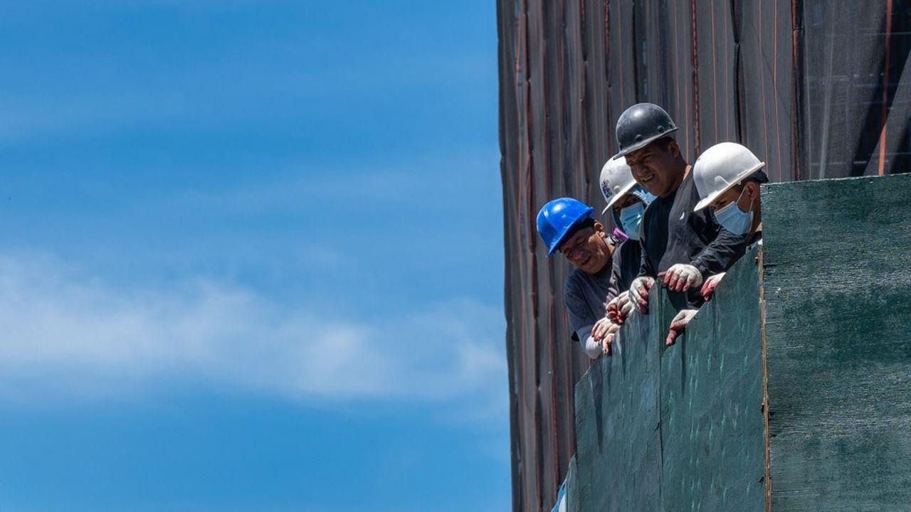 L'administration Trump estime que ce sont plus de 500.000 étrangers qui n'entreront pas dans le pays d'ici à la fin de l'année et que ce sont ainsi 500.000 Américains qui bénéficieront de ces postes.