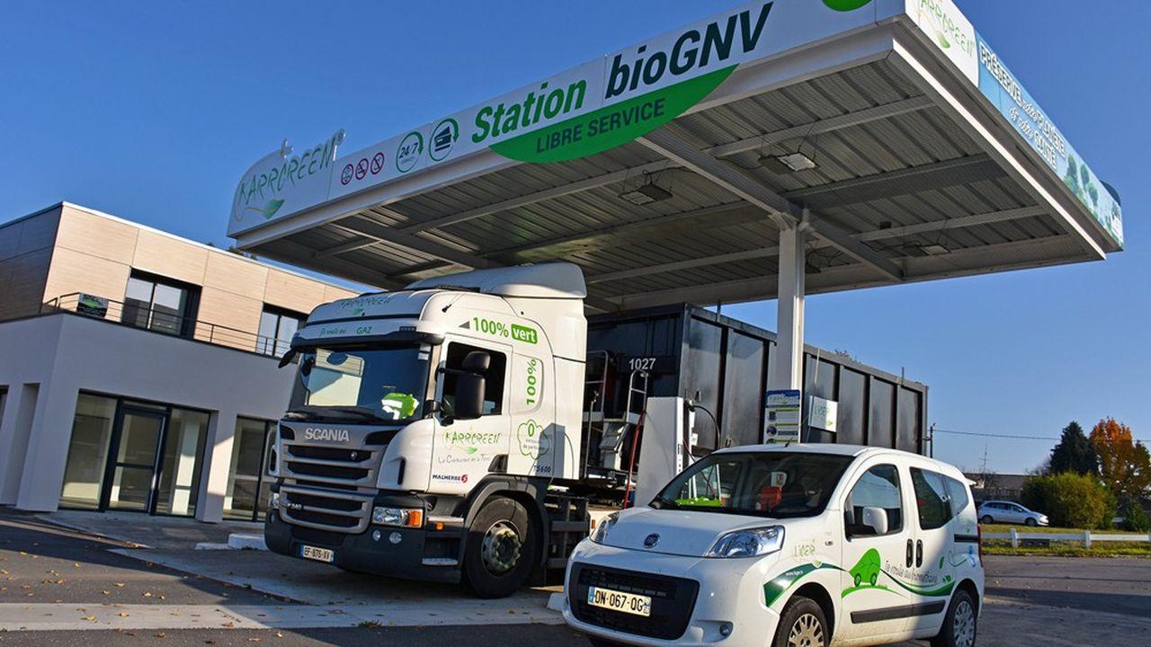 Station de carburant Karrgreen. Ces stations sont ouvertes aux entreprises pour l'approvisionnement en carburant de camions et d'autocars, mais aussi aux véhicules individuels.