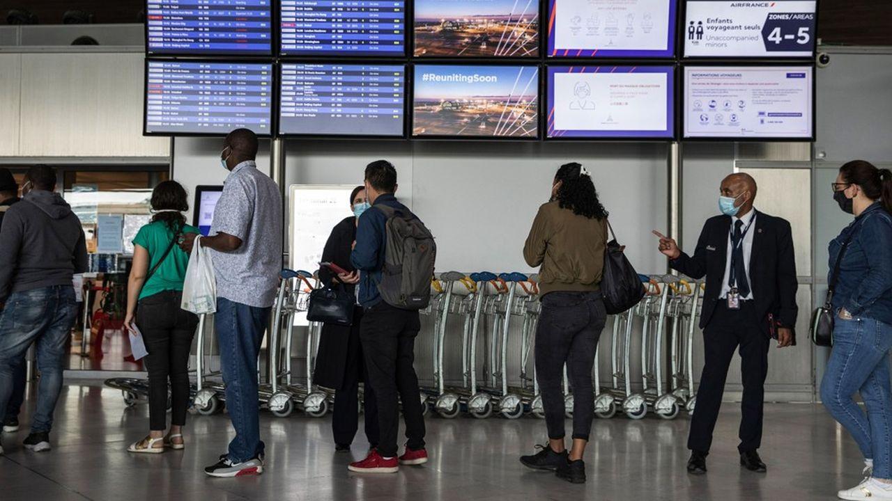 Depuis quelques semaines, un discret bras de fer oppose les représentants des aéroports européens à ceux des compagnies aériennes, sur la question ultrasensible du maintien des créneaux horaires non utilisés.