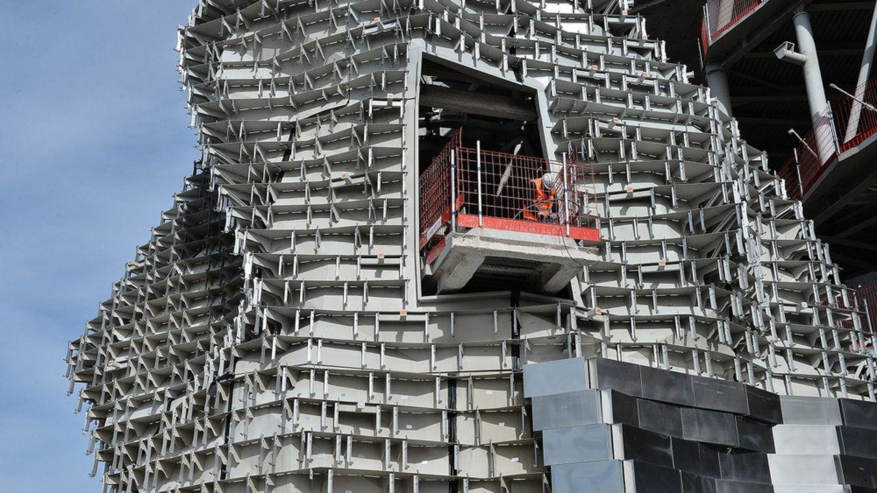 Réalisée à Arles par Eiffage Métal, la fondation Luma est emblématique de la construction métallique de prestige: ses 10.000 m² de façades sont composés de 300 panneaux métalliques.