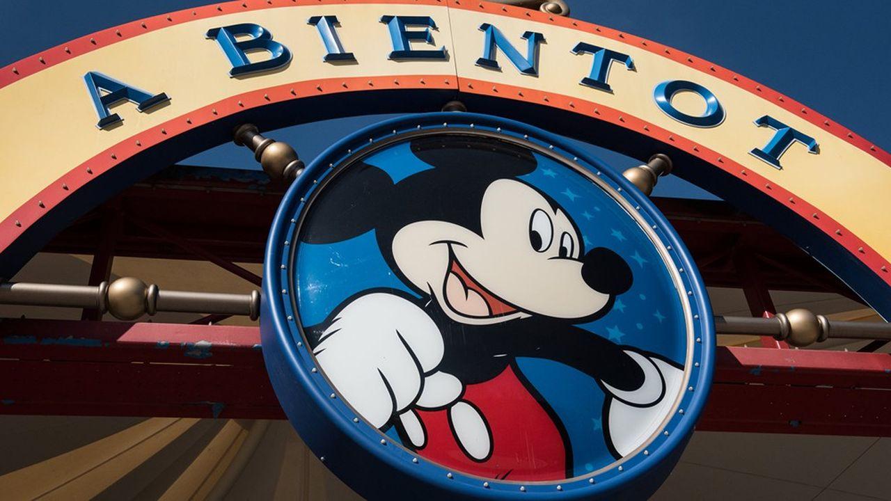 La capacité d'accueil de Disneyland Paris sera limitée du fait du respect des normes de distanciation physique, alors que les parcs de loisirs ne sont pas, formellement, sujets à une limitation de capacités d'accueil administrative.