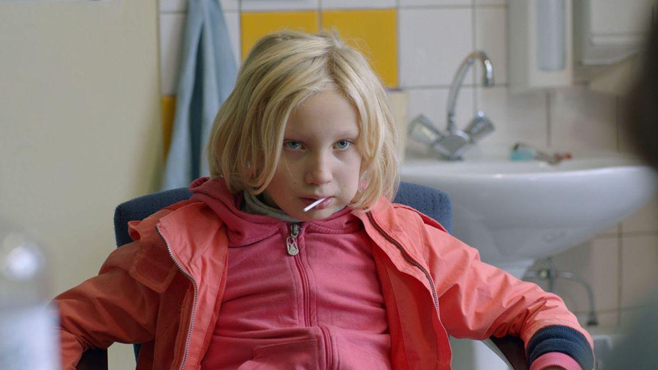 La cinéaste met en scène au plus près son héroïne juvénile (Helena Zengel) en lutte contre ses souffrances intimes.