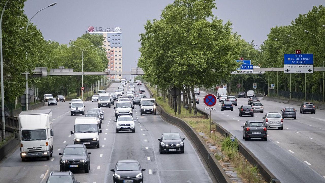 Le trafic routier est l'une des principales sources de pollution du dioxyde d'azote (photo: sur le périphérique parisien).