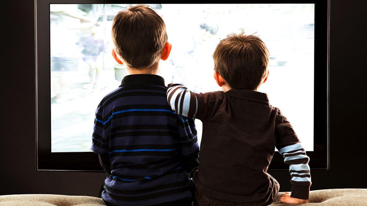 L'exposition des enfants à la publicité à la télévision a augmenté ces dernières années.