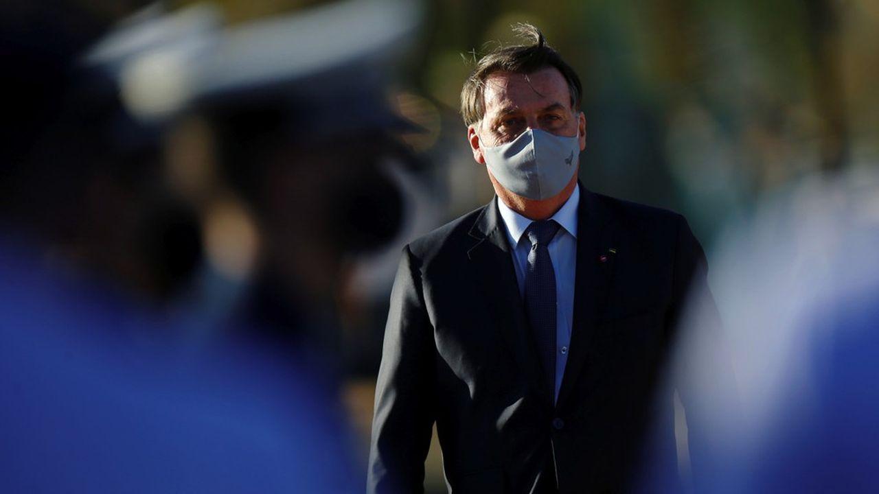 Le président du Brésil, Jair Bolsonaro est passible d'une condamnation pour n'avoir pas porté régulièrement de masque pour lutter contre l'épidémie de coronavirus.