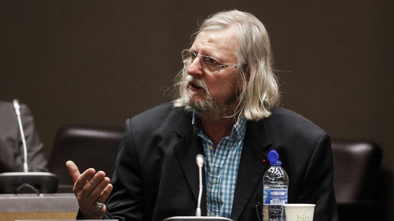 Didier Raoult a affirmé que certains détracteurs de l'hydroxychloroquine seraient financièrement liés au laboratoire Gilead.
