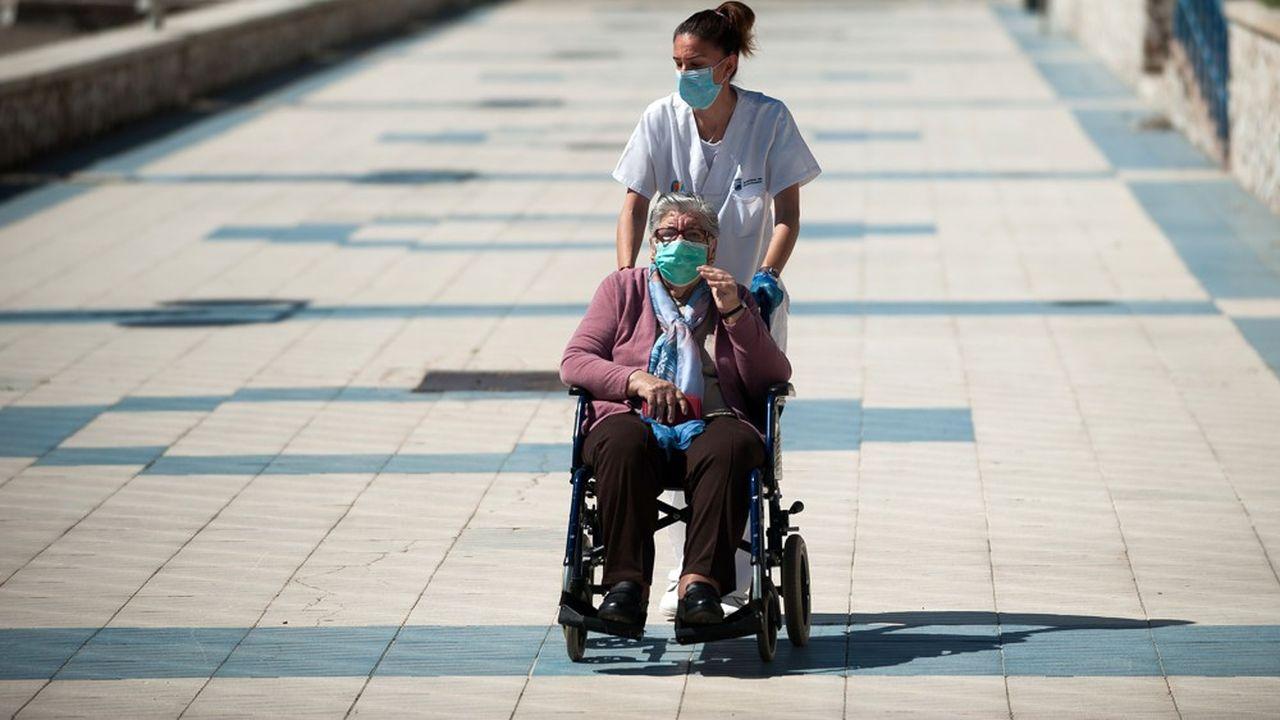 Les maisons de retraite en Espagne se sont révélées des pièges mortels pour les personnes âgées pendant le pic de l'épidémie du Covid-19.