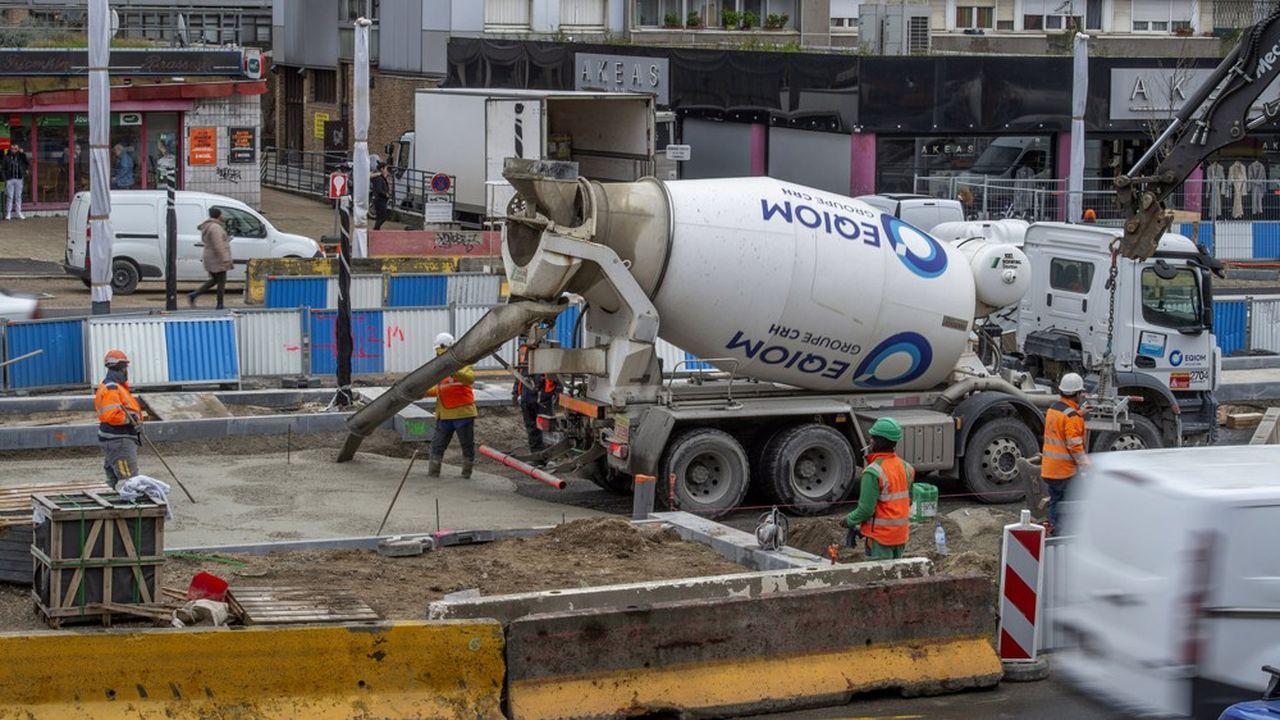 Signal avancé de la réouverture des chantiers, la production mondiale de ciment retrouve des couleurs.
