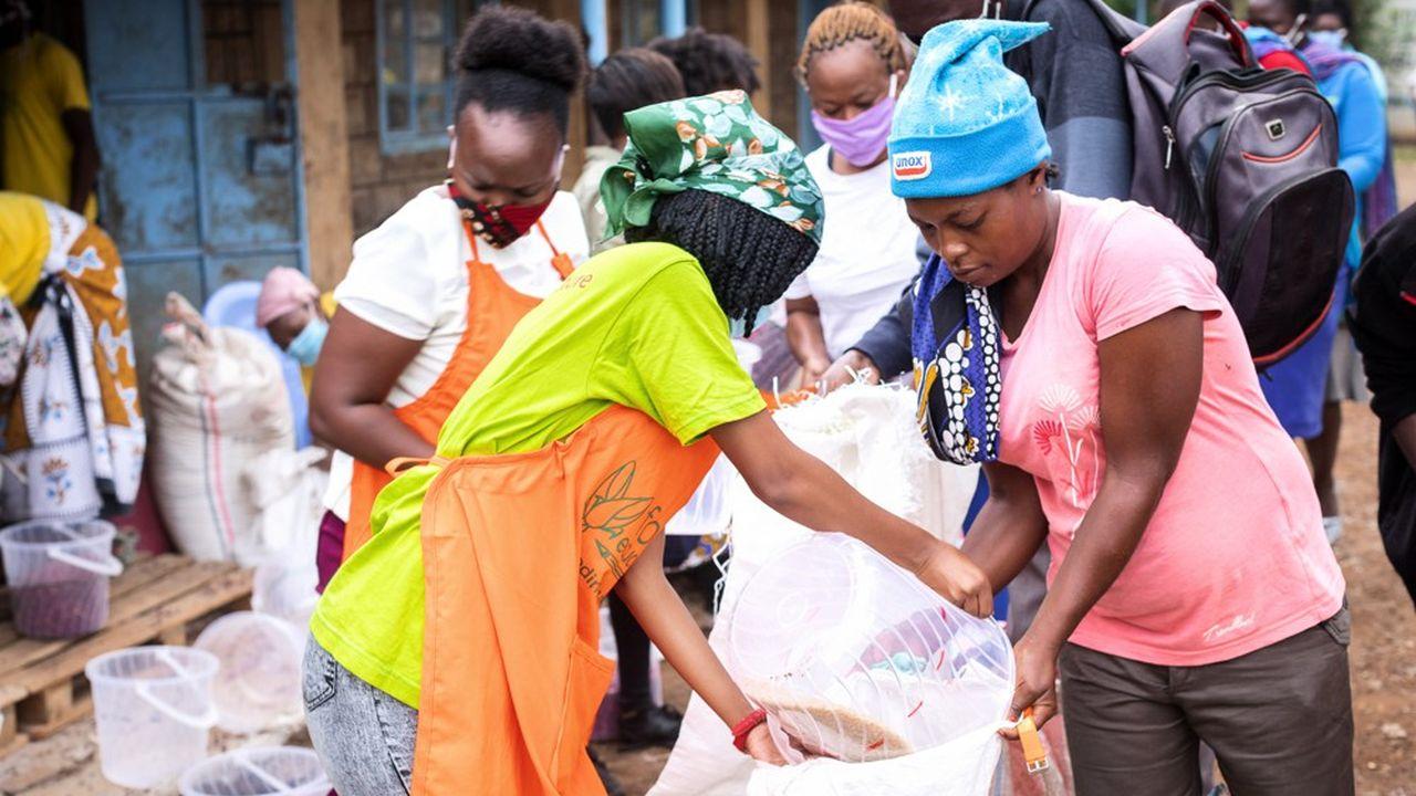 Dans tous les pays où il est implanté (ici au Kenya), le groupe Schneider Electric soutient des associations qui aident les populations les plus vulnérables à panser les plaies du Covid-19.
