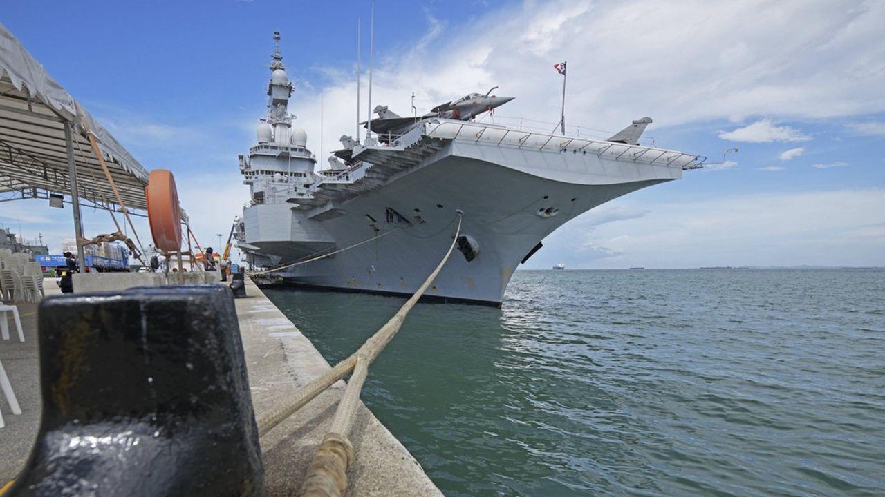 La France a un porte-avions, le «Charles de Gaulle», contre 11 et bientôt 15 aux Etats-Unis. Le président de la République doit donner une impulsion décisive début juillet sur son avenir.