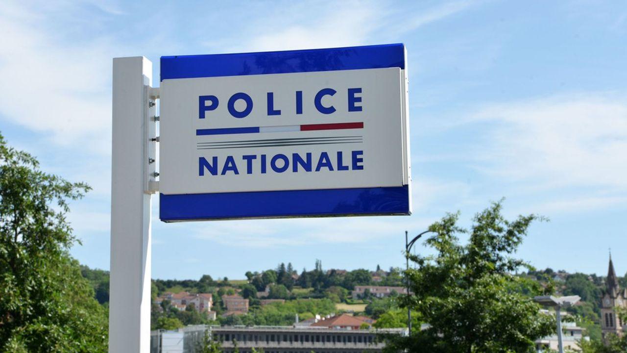 L'hôtel de police est situé rue des Glières, à côté de la gendarmerie.