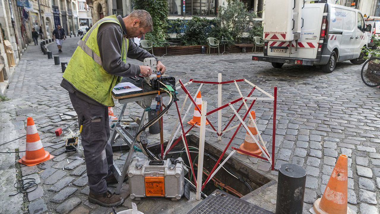 80% des foyers français devaient avoir accès à la fibre optique fin2022, contre une moitié aujourd'hui.