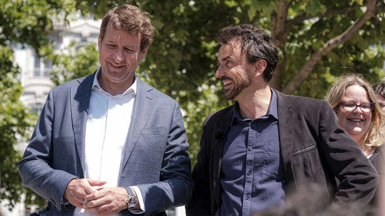 L'eurodéputé écologiste Yannick Jadot lundi avec le candidat EELV à la mairie de Lyon, Gregory Doucet.