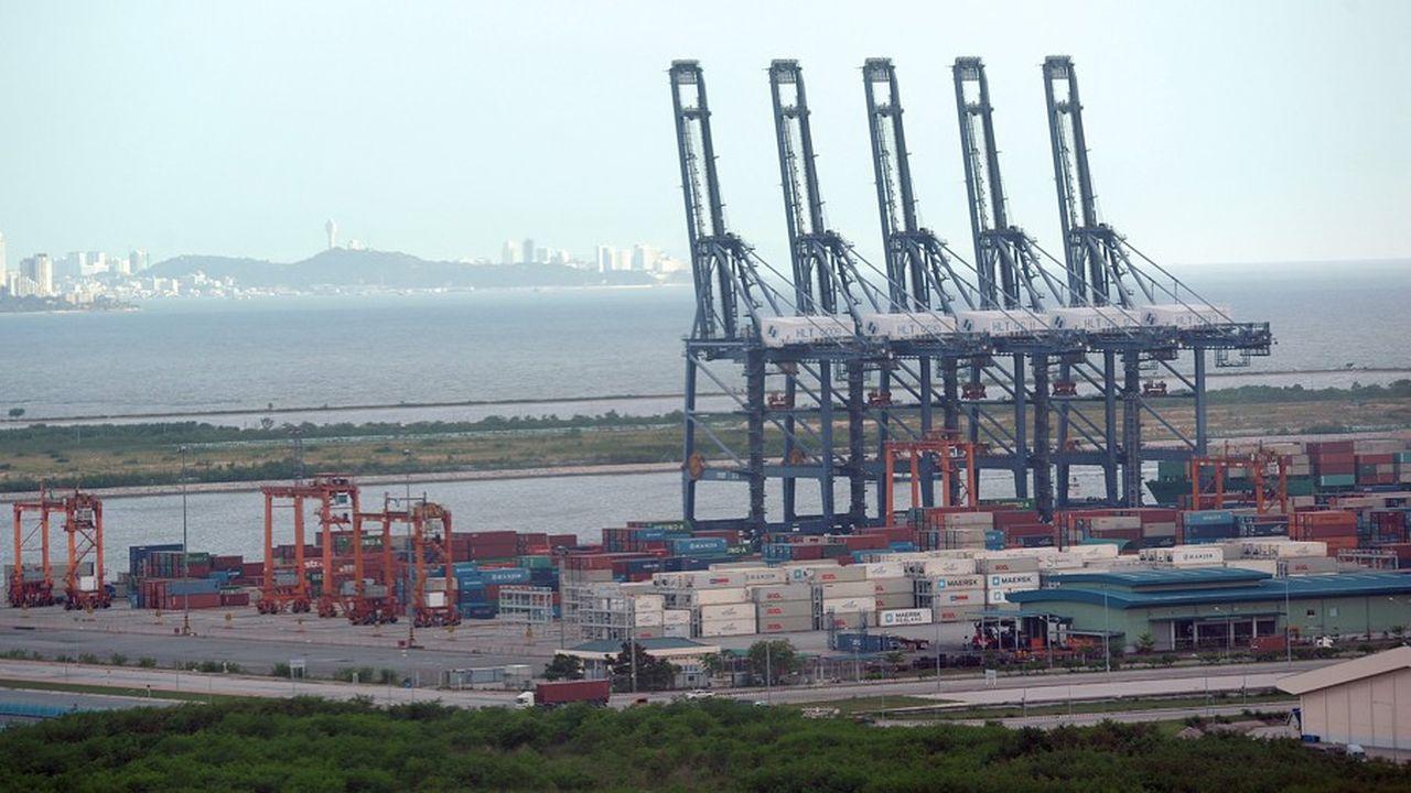 Le port en eau profonde de Laem Chabang, à deux heures de Bangkok, tourne au ralenti, les exportations du Royaume ayant chuté de 22,5% en mai.