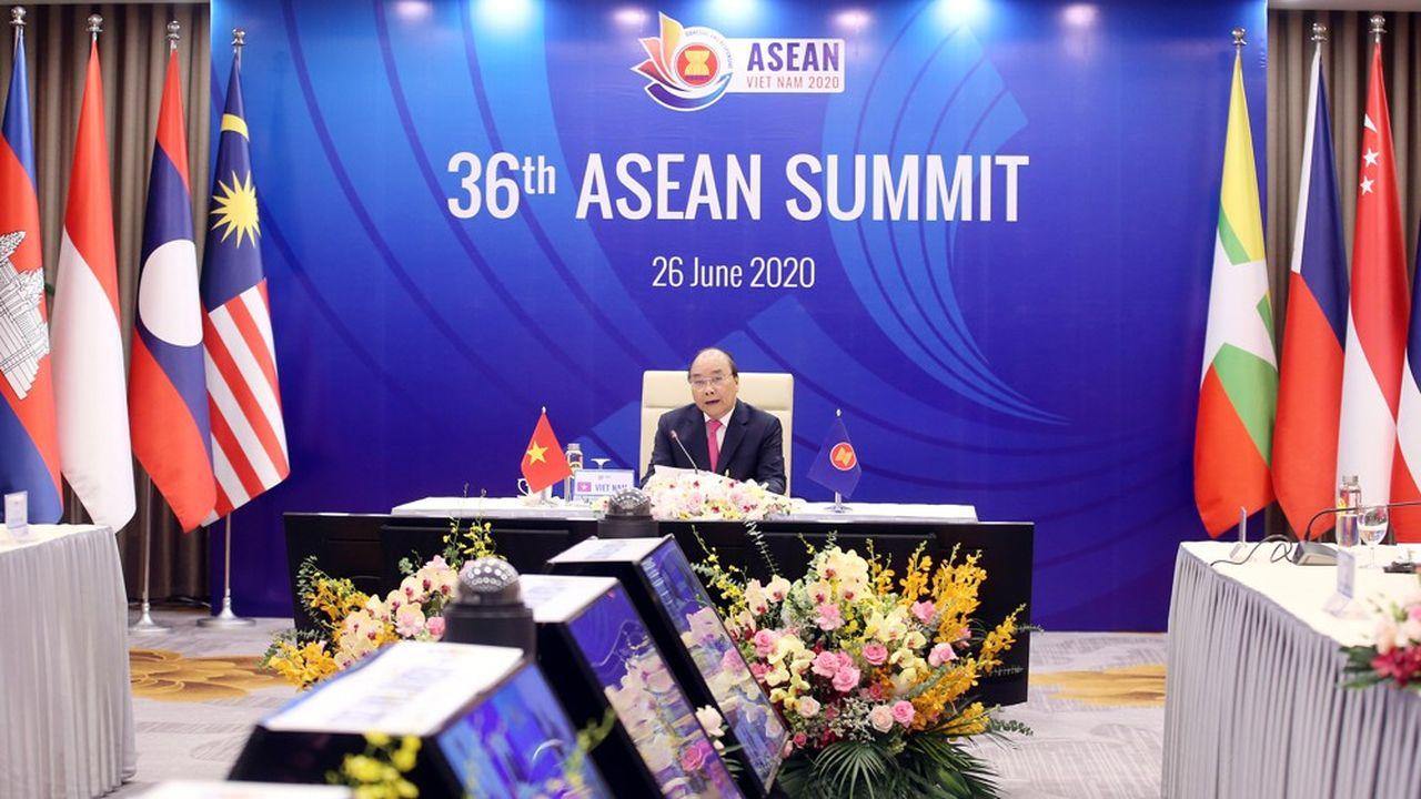 Le Premier ministre du Vietnam, Nguyen Xuan Phuc, préside le 36ème Sommet des pays de l'ASEAN qui se déroule par vidéoconférence.