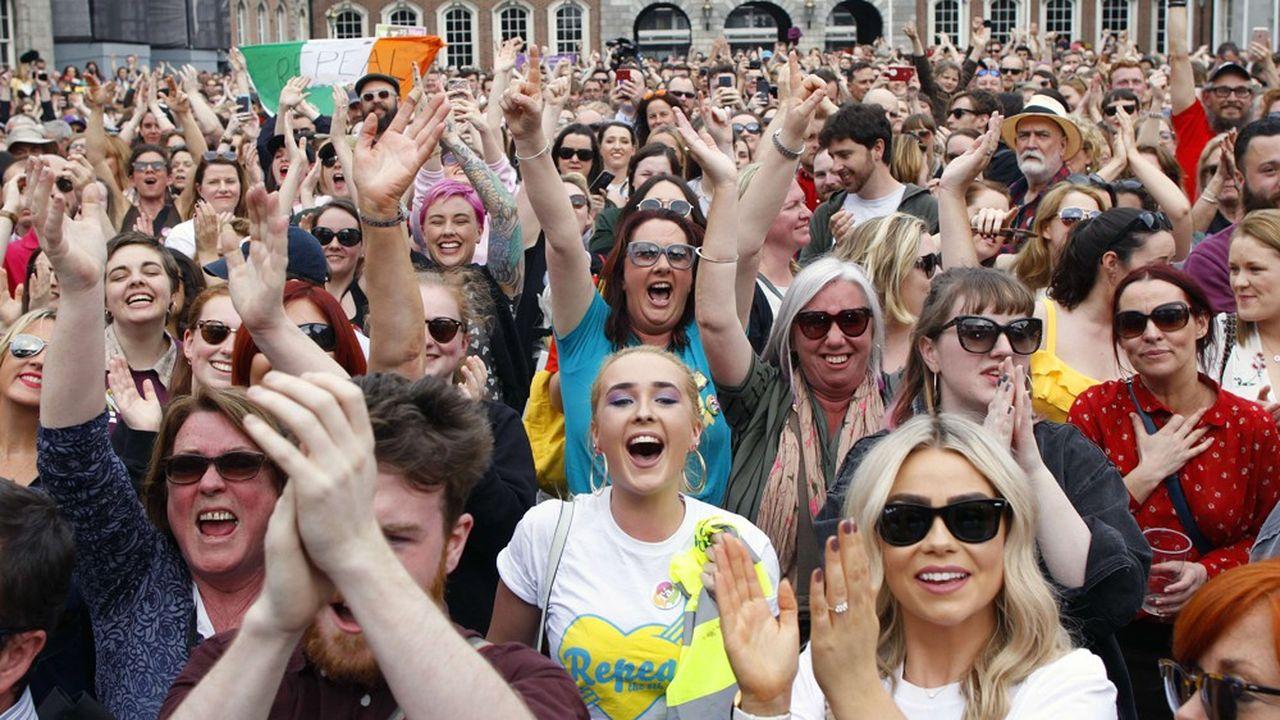 Grâce aux travaux de la convention citoyenne, qui auront grandement contribué à dépassionner le débat, le oui au recours à l'avortement a pu l'emporteren Irlande sans heurts à l'issue du référendum consacré à cette question le 26 mai 2018.