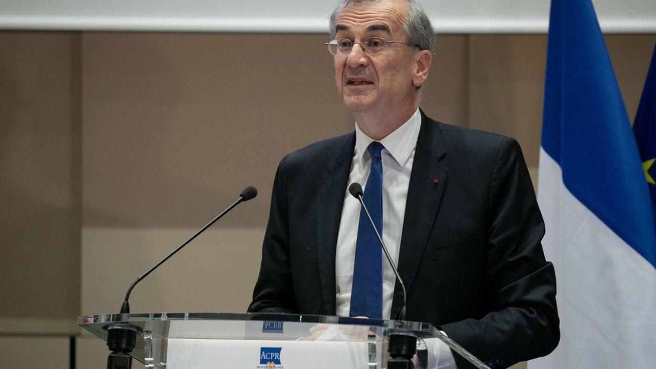 En France, le gouverneur de la Banque de France est également président de l'Autorité de contrôle prudentiel et de résolution, qui supervise les banques de taille moyenne et les acteurs du paiement.