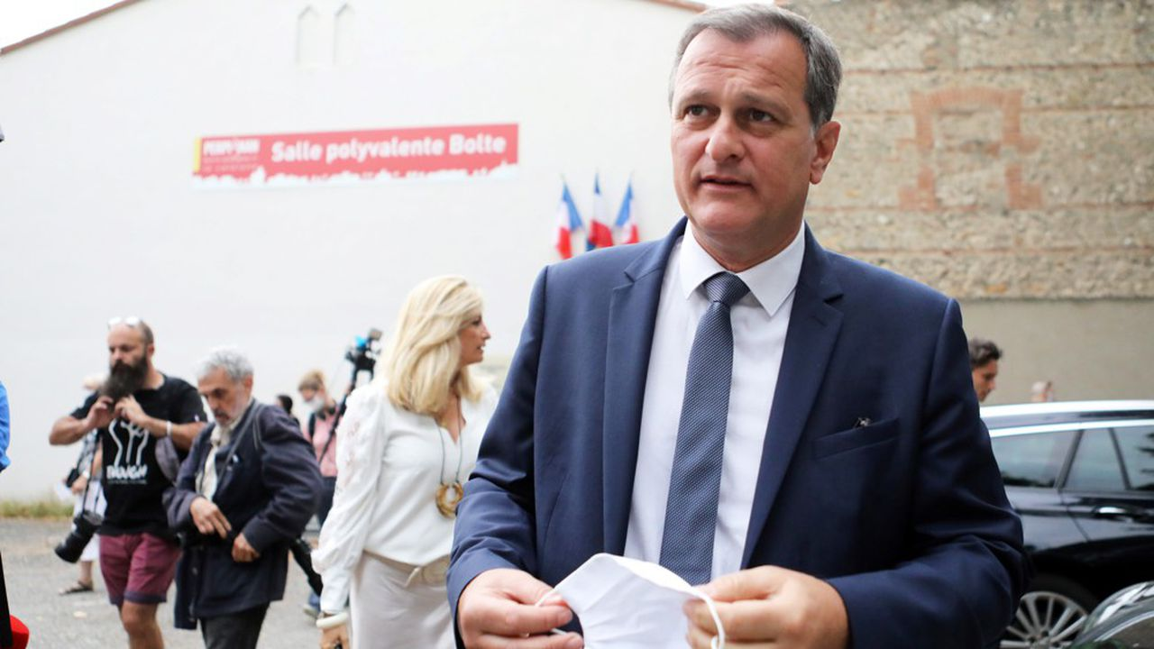 Le député RN Louis Aliot a remporté dimanche Perpignan face au maire LR Jean-Marc Pujol, la première victoire du RN dans une ville de plus de 100.000 habitants depuis Toulon, conquise en 1995.