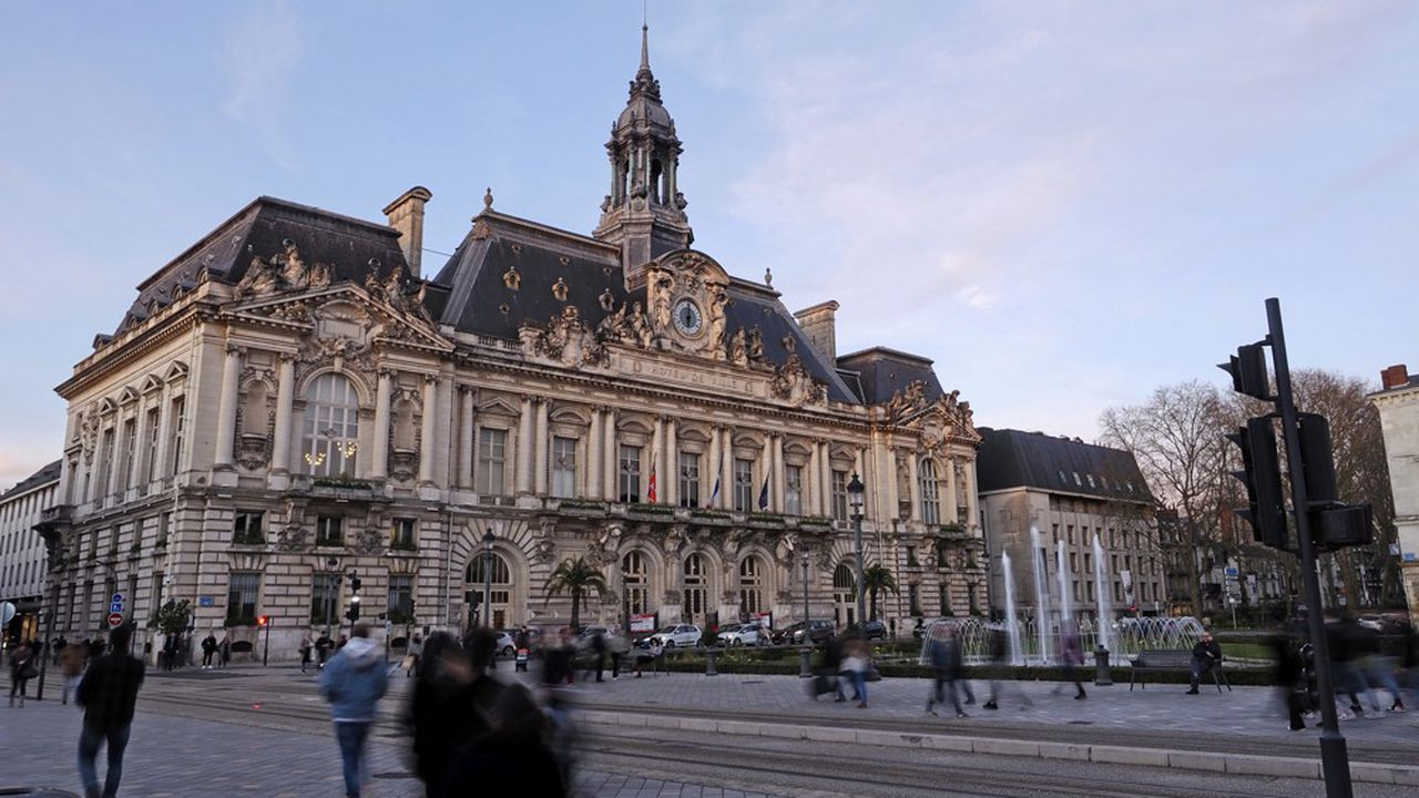 Le Vert Emmanuel Denis l'emporte sur Christophe Bouchet, maire sortant.