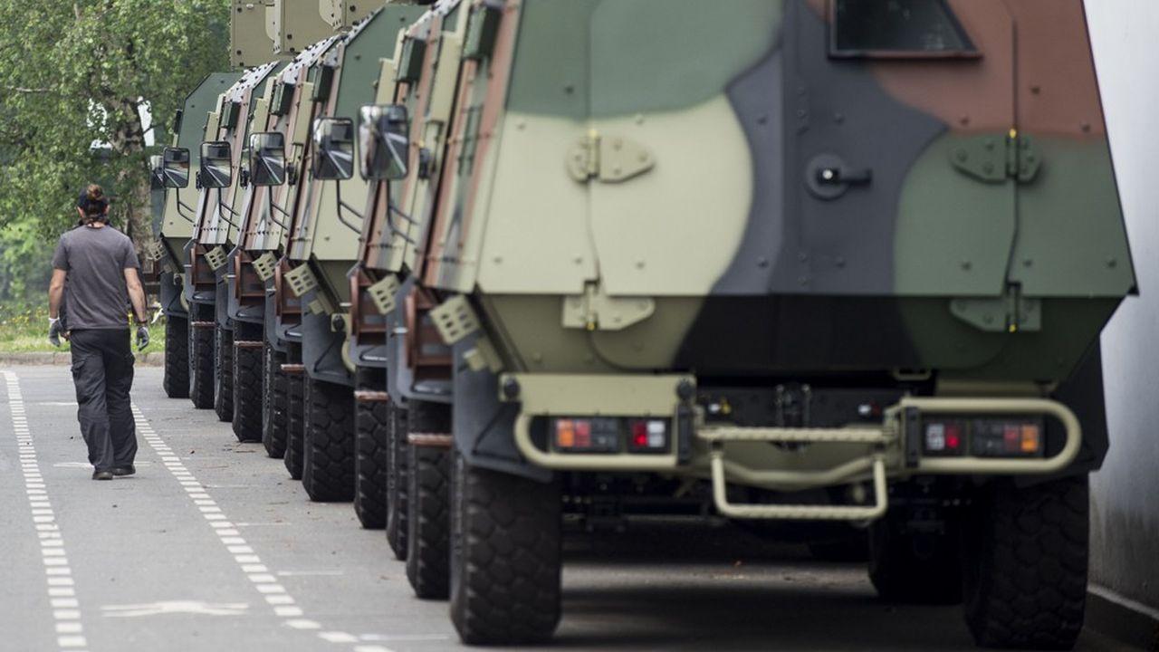 A Saint-Nazaire, sur le parking de l'entreprise Arquus, spécialisée dans les véhicules militaires.