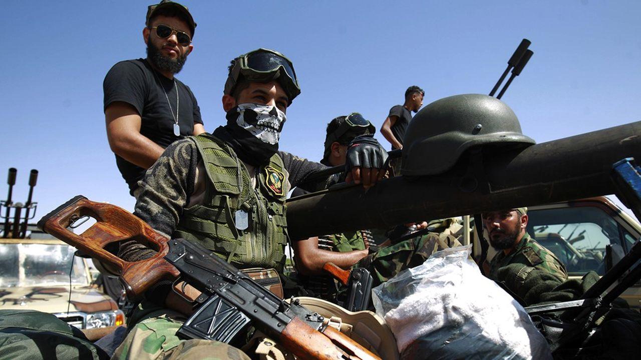 Des membres de l'autoproclamée Armée nationale libyenne, à Benghazi, la deuxième ville de Libye.