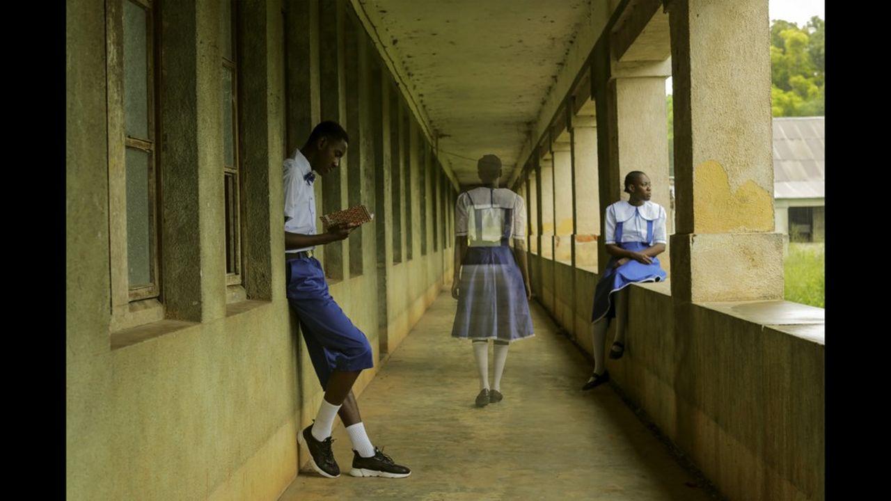La jeune Congolaise Gosette Lubondo fait revivre en douceur des spectres dans les murs d'un lycée abandonné de l'époque coloniale (série «Imaginary Trip II).