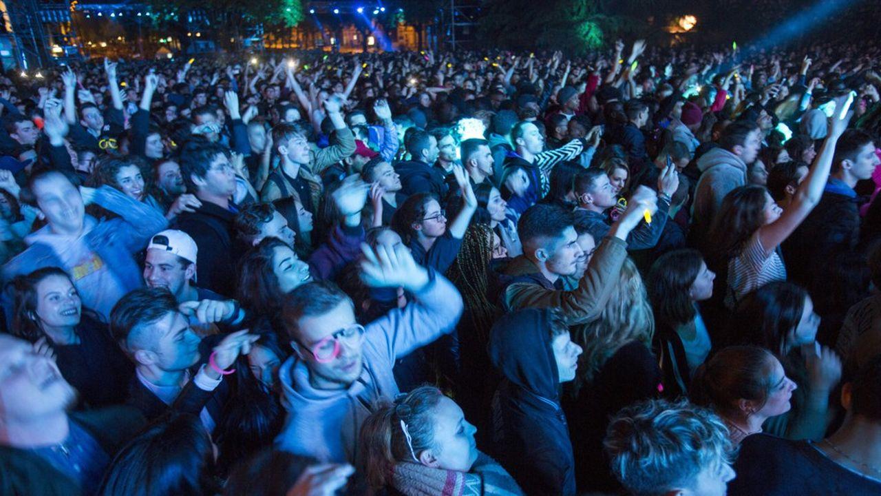 Le ministère de la Santé accepte un public qui ondule mais pas qui danse, s'insurge la filière de la nuit.
