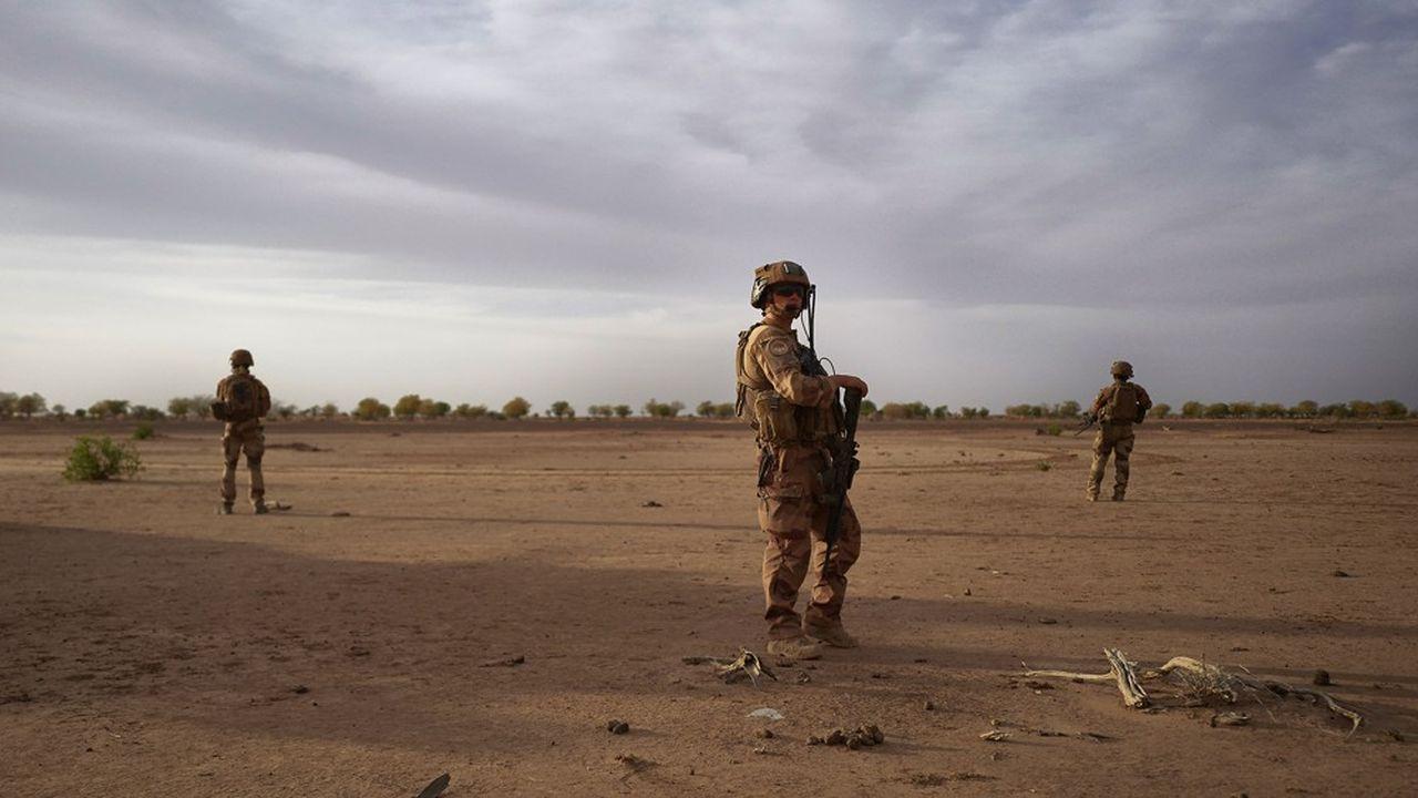 La capitale de la Mauritanie accueille un nouveau Sommet entre Paris et les pays du G5 Sahel pour faire un point sur la lutte contre le terrorisme. L'occasion de constater une divergence croissante entre succès militaires et délitement politique.