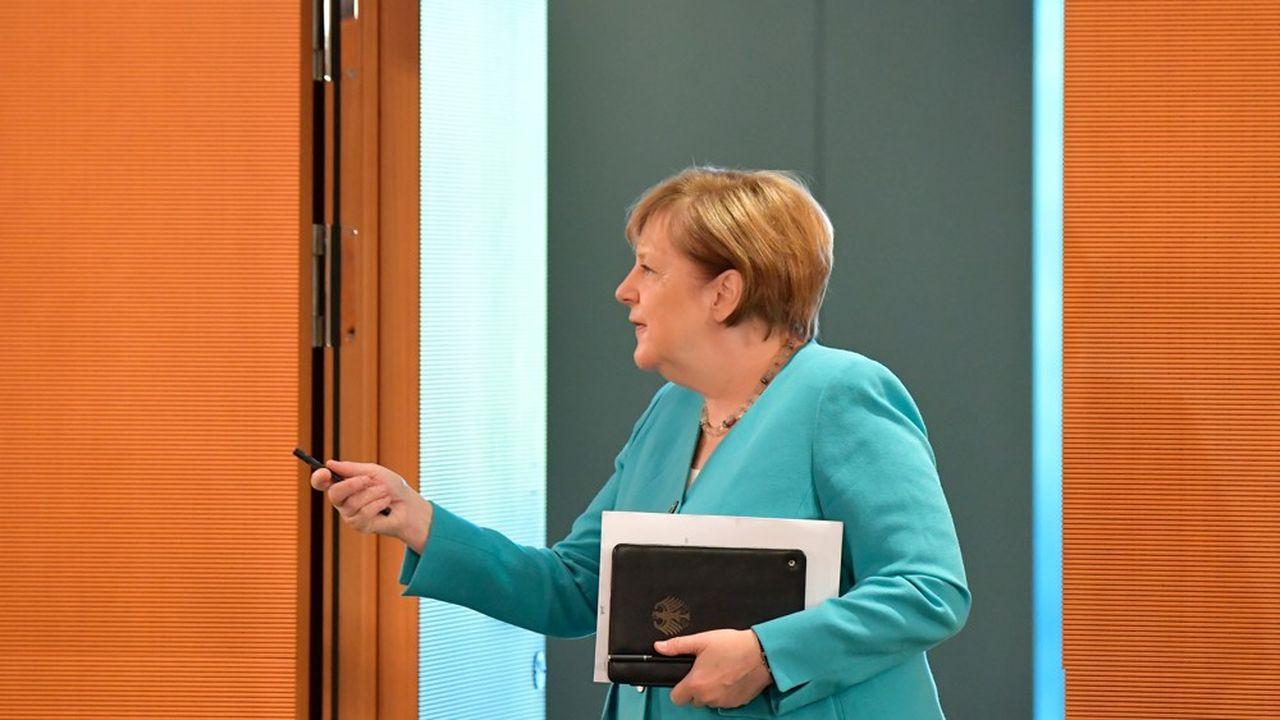 Angela Merkel, ici à Berlin, arrivant à la réunion hebdomadaire de son cabinet, à la chancellerie.