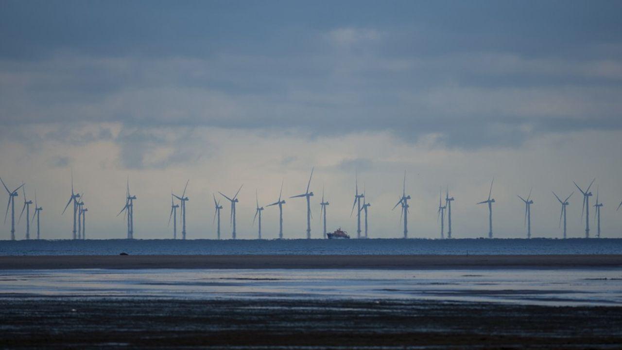 Des vents soutenus et des fonds maritimes peu profonds tout le long des côtes anglaises offrent des conditions idéales à l'implantation du plus important champ d'éoliennes de la planète.