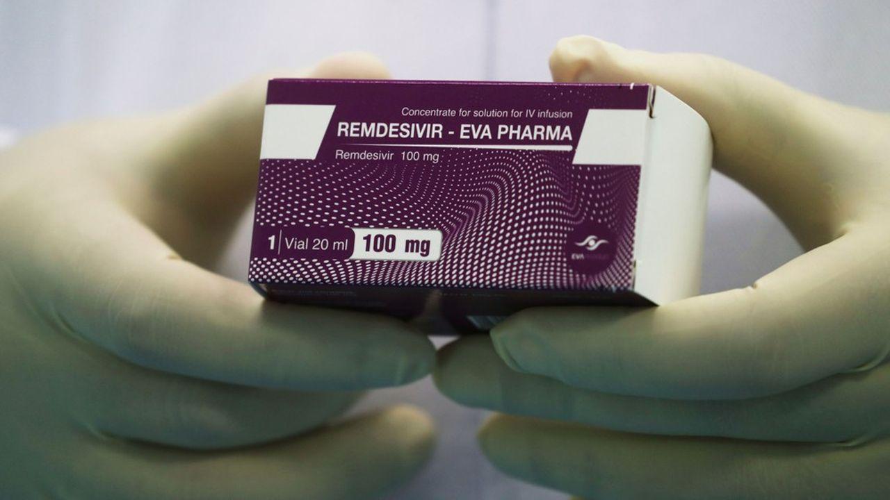 Gilead a passé des accords avec des fabricants de génériques, comme Eva Pharma auCaire, afin qu'ils produisent le remdesivir à plus faible coût.