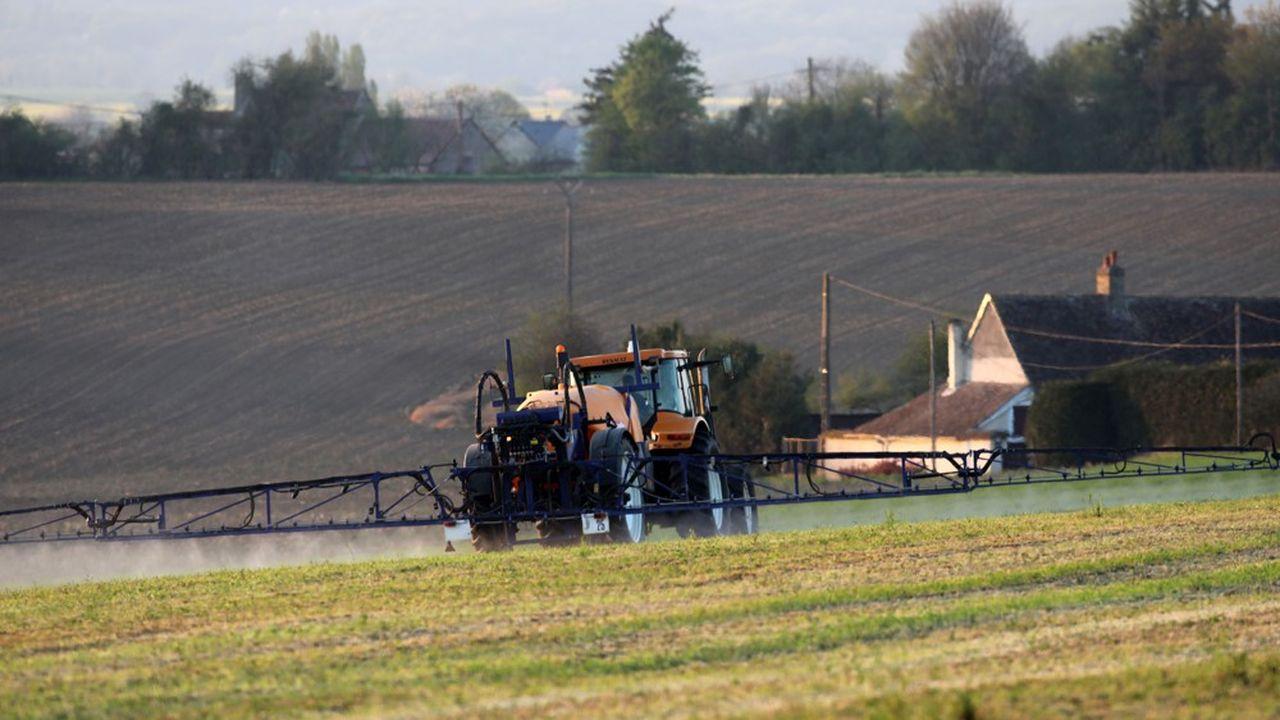 Selon les données provisoires que le gouvernement s'était engagé au début de cette année à publier d'ici fin juin, les quantités totales de substances actives vendues en usages agricoles a diminué de 44%, soit 28.078 tonnes de moins.