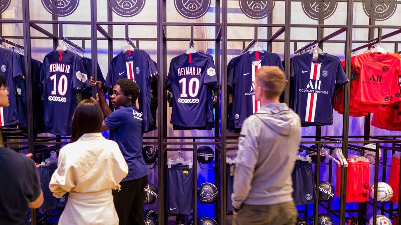 Le partenariat signé par le PSG ce mardi avec Fanatics sur la fabrication et la distribution de produits aux couleurs du club de la capitale ne concerna pas les produits Nike