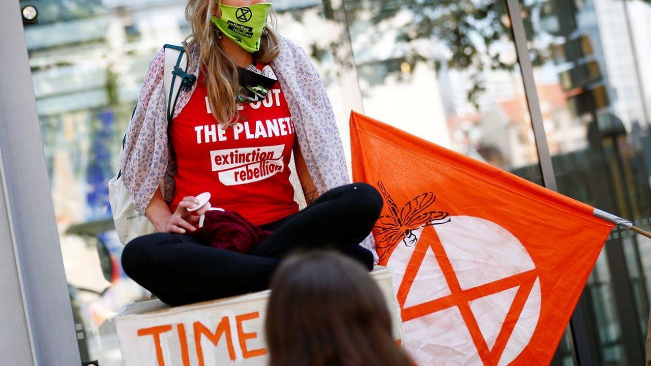 Les militants écologistes du groupe Extinction Rebellion se sont fait passer pour un fonds suédois.