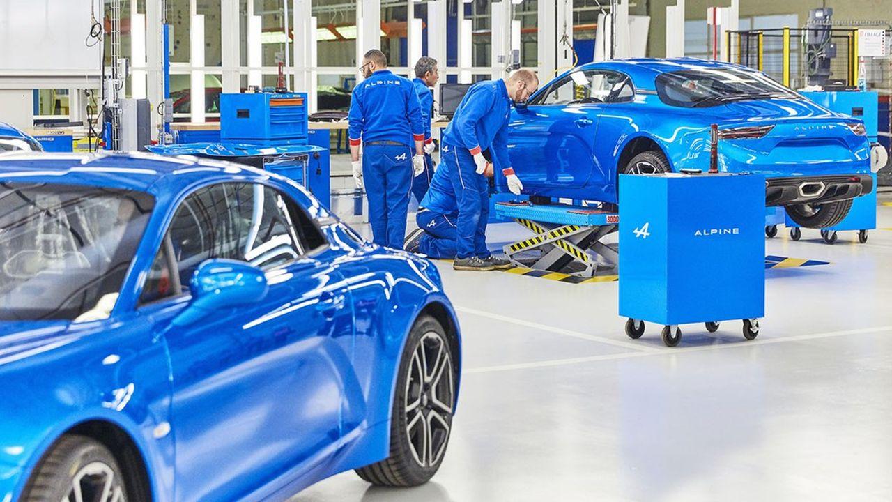 Contrôle qualité sur l'Alpine A110 dans l'usine de Dieppe (Seine-Maritime)