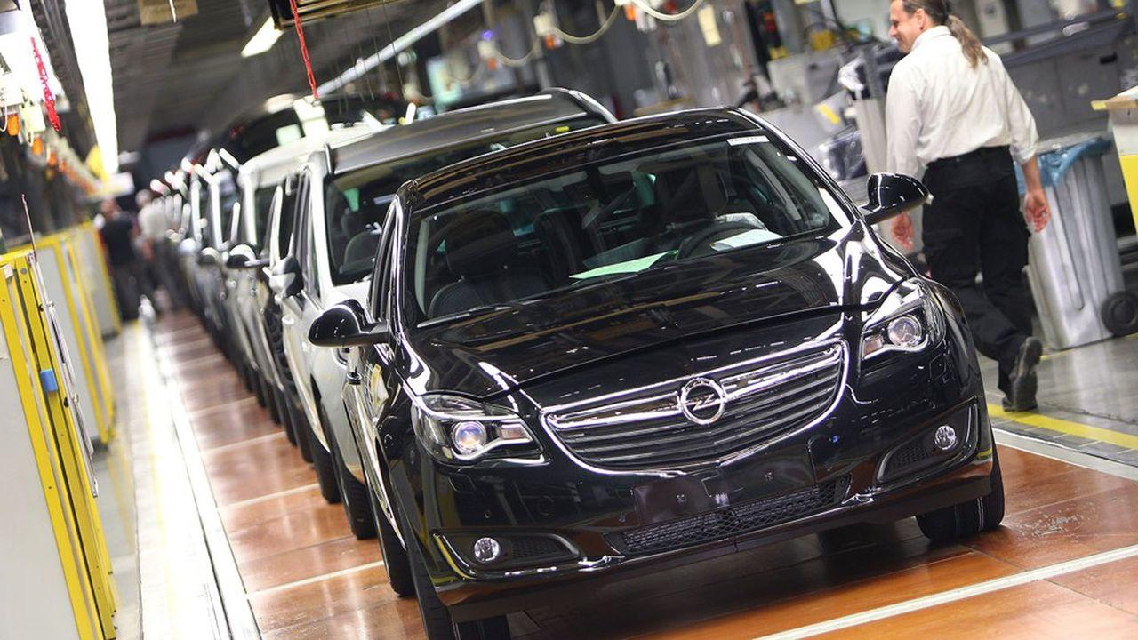 Cette annonce est un signal important envoyé aux syndicats allemands d'Opel, qui ont accepté en2018 des concessions salariales en échange d'une garantie de l'emploi jusqu'en2023.