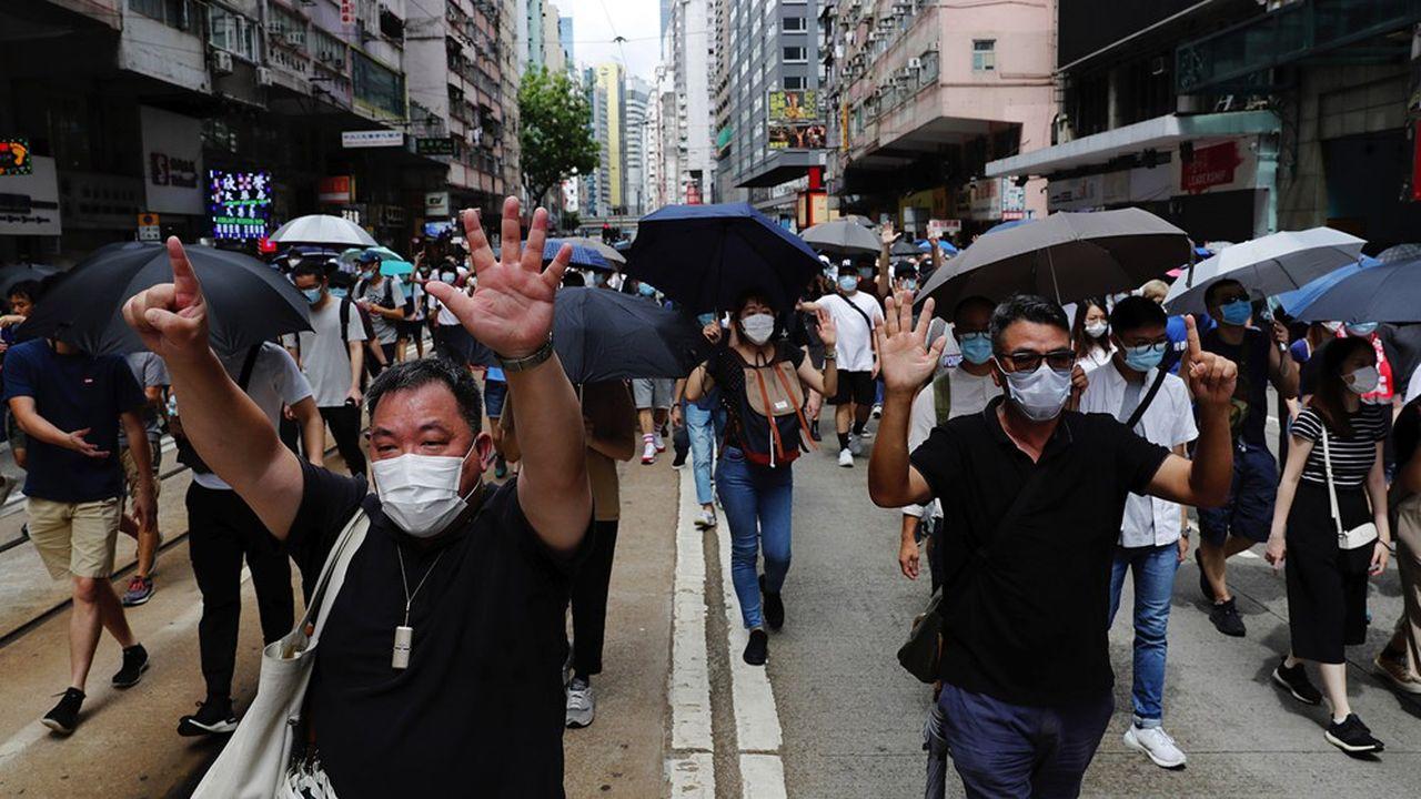 Des centaines d'opposants s'étaient rassemblés en ce 23e anniversaire de la rétrocession de l'ancienne colonie britannique à la Chine pour protester contre la nouvelle loi.