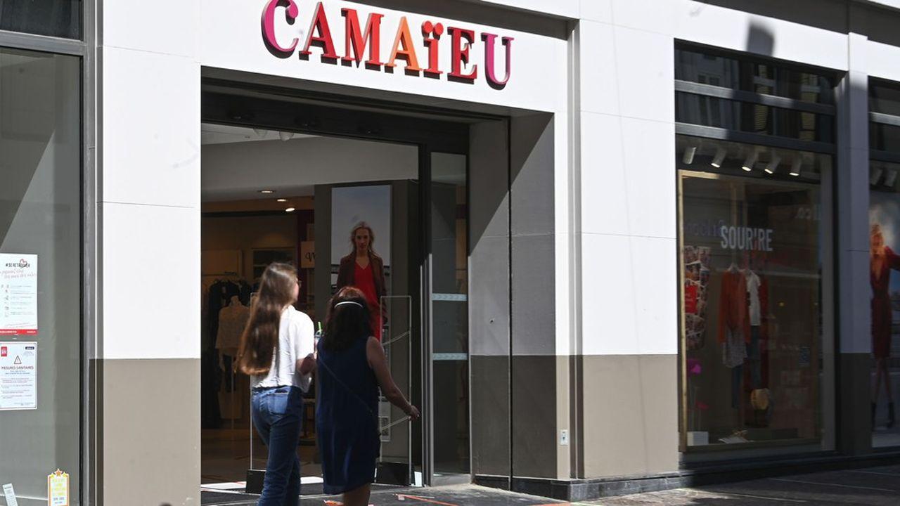 Camaïeu compte 632 magasins en France et 3.230 salariés.