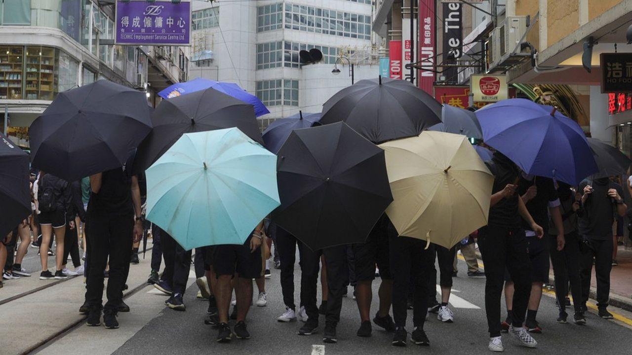 Au premier jour de la promulgation de la loi de sûreté nationale, et malgré les risques encourus, des manifestants ont protesté dans le quartier de Causeway Bay.