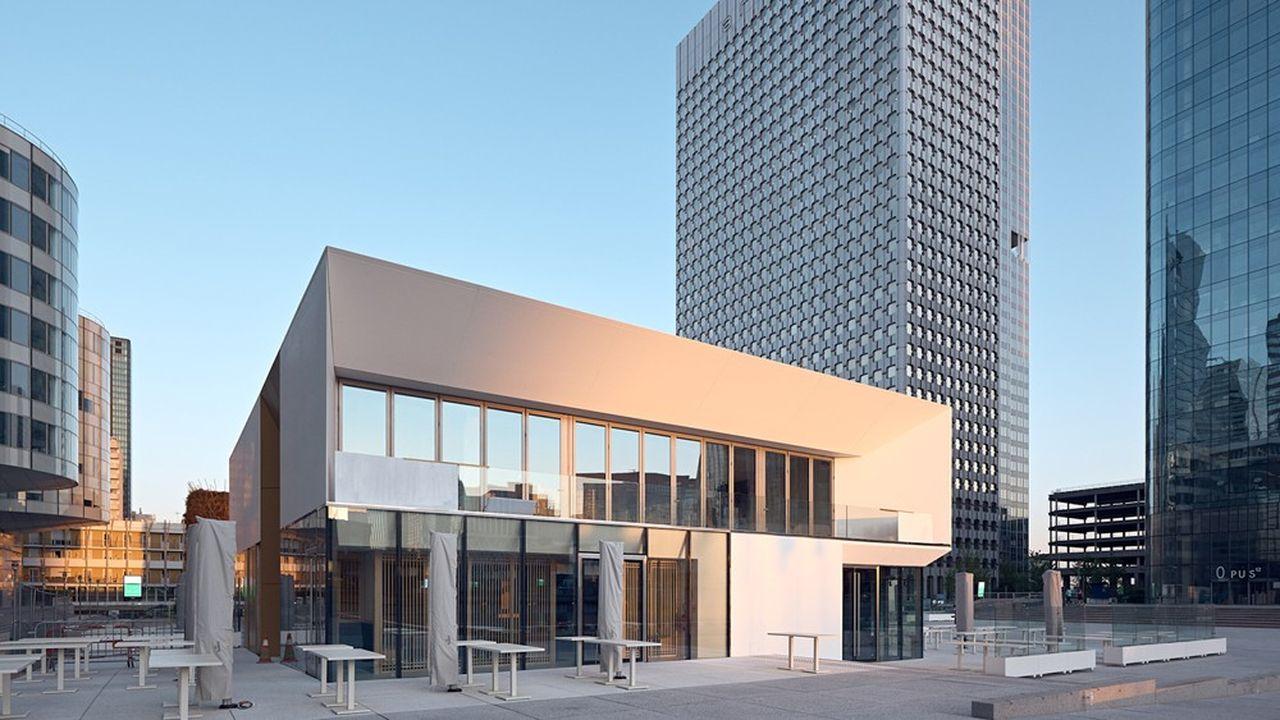 Table Square propose sept restaurants installés sur et sous-dalle et une terrasse de 100 couverts.