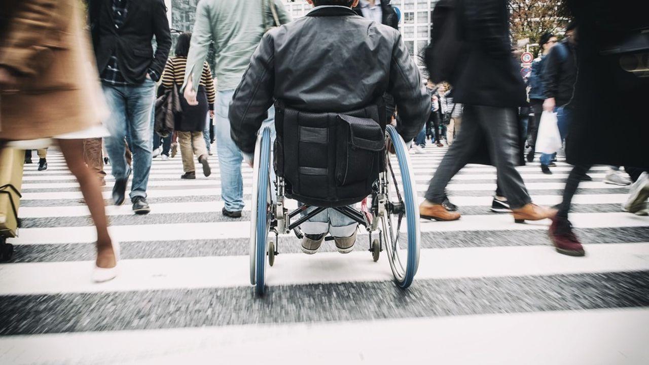 Les fauteuils électriques actuels ne tolèrent pas d'erreur de pilotage, même minime, ce qui peut entraîner de graves conséquences.