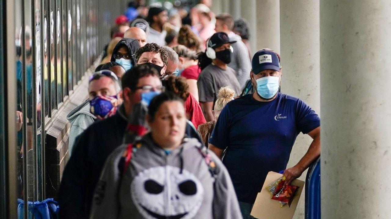 L'économie américaine a créé 4,8millions d'emplois en juin, un record, mais les demandes d'inscription au chômage restent élevées.