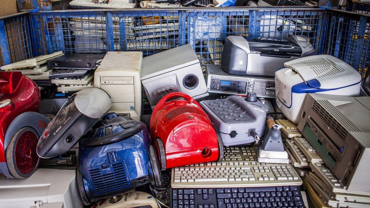 De 53,6millions de tonnes l'an dernier, la masse des déchets issus d'équipements électriques et électroniques devrait passer à plus74millions de tonnes en 2030.