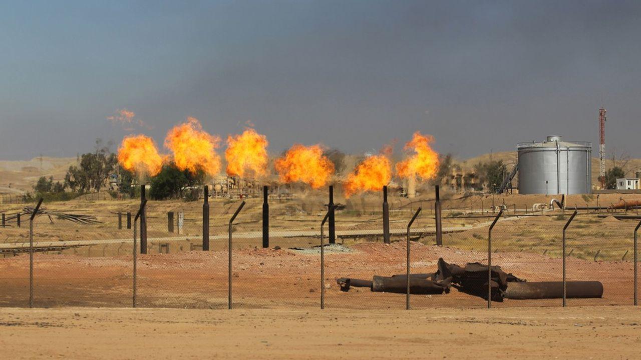 Les champs pétrolifères irakiens, comme ici dans le Kurdistan, contiennent les troisièmes réserves mondiales prouvées de pétrole conventionnel.