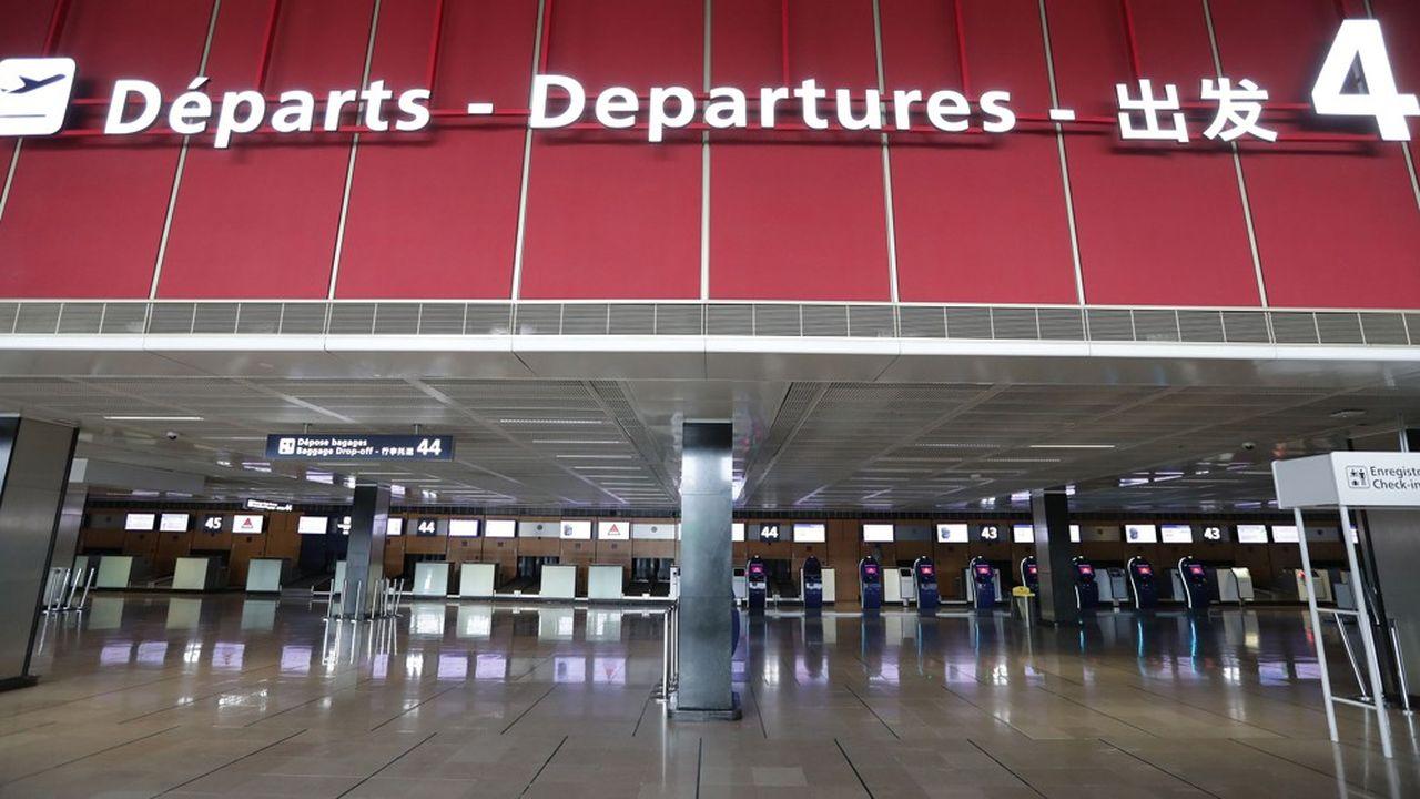 Face à la mise à l'arrêt des aéroports, les compagnies aériennes ont dû annuler les vols de millions de passagers et doivent maintenant les rembourser.