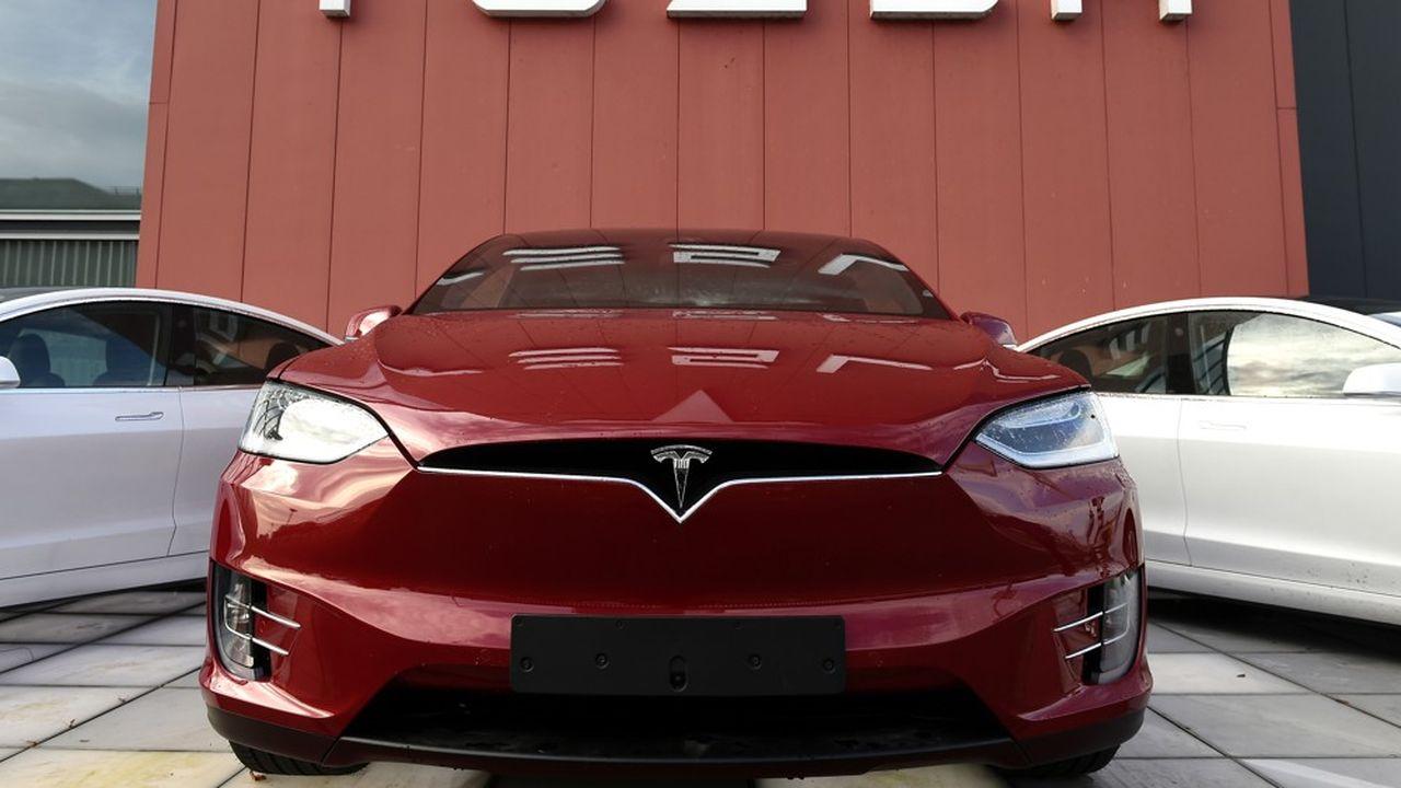 Au deuxième trimestre, le constructeur a produit 82.272 véhicules (contre 87.000 l'an passé), dont 75.496 Model 3 et Model Y, son nouveau SUV.