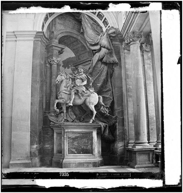 Statue de Charlemagne dans la basilique Saint-Pierre de Rome. Roi des Francs ou précurseur du Saint Empire romain germanique, selon le côté du Rhin d'où on le regarde.