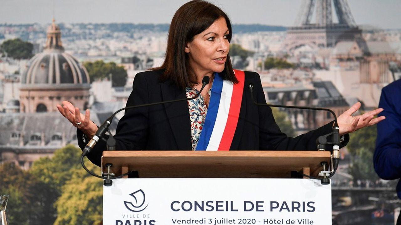 Anne Hidalgo après sa réélection par le Conseil de Paris vendredi.
