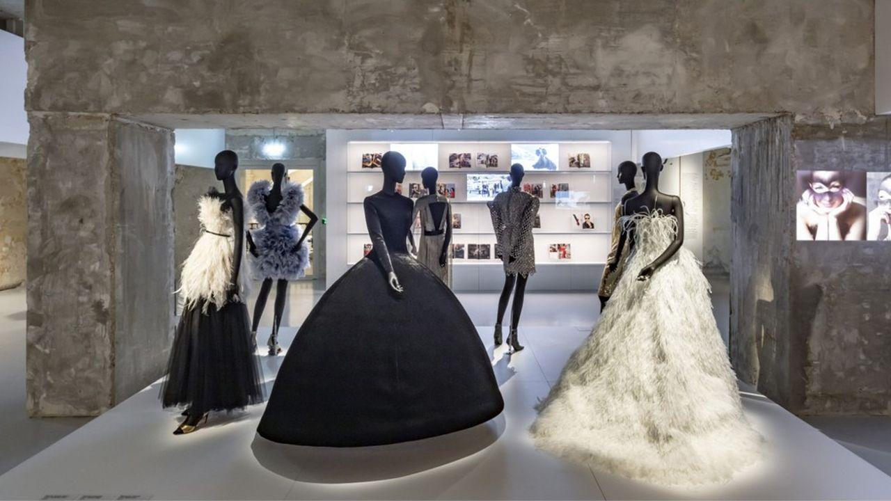 Au Musée des arts décoratifs, l'exposition «Harpers Bazaar» prend place dans les galeries de la mode rénovées grâce au mécénat.